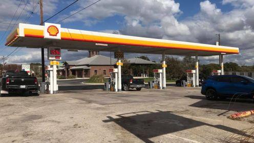 Sang lại cây xăng gas station