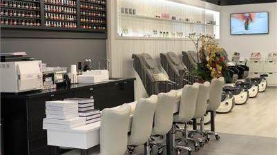 Nail salon cần manager và receptionist