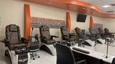Tiệm nail cần receptionist, nhiều thợ